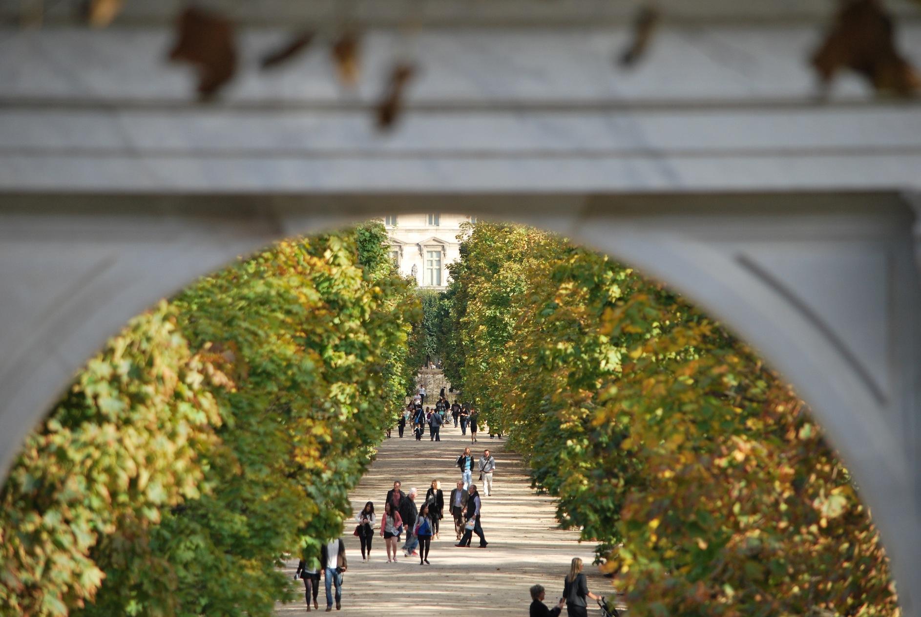 Overhang jardin des tuileries this wandering life for Jardin jardin tuileries