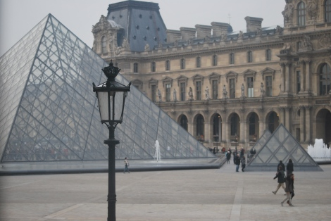 We couldn't have a post with the Louvre without the  controversial Louvre pyramides, could we?!?!
