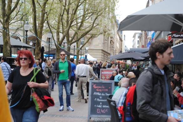 Crowds in Place des Armes